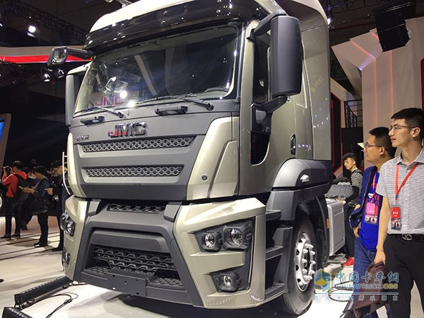 Auto Shanghai 2017: JMC's First Heavy Truck Weilong Shows up