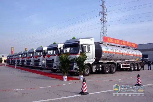 100 Dongfeng Chenglong Chemical Tanker Trucks Delivered