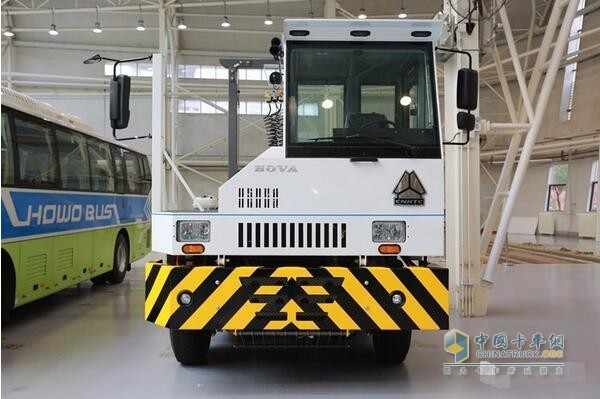 China's Fist Hydrogen Fuel Terminal Tractor Comes into Being