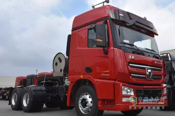 XCMG Secures an Order of 300 Units Natural Gas Heavy-duty Trucks