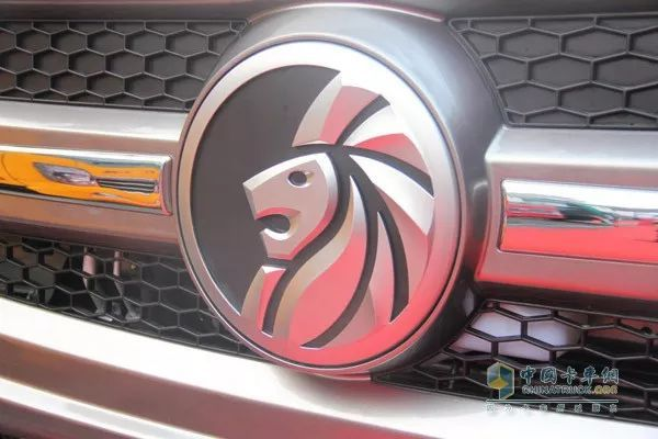SINOTRUK CDW Lion King Series Trucks Make a Splashy Debut