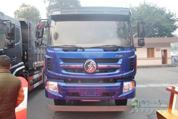SINOTRUK CDW Lion King Series Trucks Make a Splashy Debut