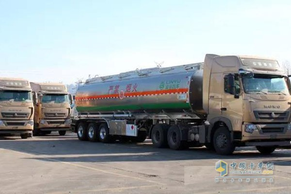 17 CIMC Tank Trucks Delivered to South West China