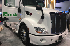Autonomous Trucks from TuSimple, Peterbilt Attract Public Attention at CES Show