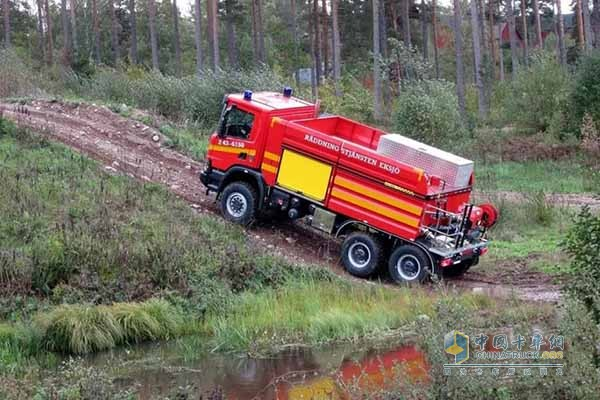 Scania Delivers  XT P 370 6×6 Tanker to Fight Forest Fires in Sweden