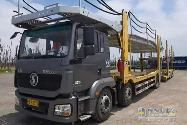 SHACMAN Develops a New Sedan-Transporting Truck