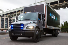 Daimler Hands over First Electric Freightliner Truck in the U.S.