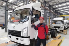 2,000 Units Trucks Powered by Dongfeng Cummins to Export to Africa