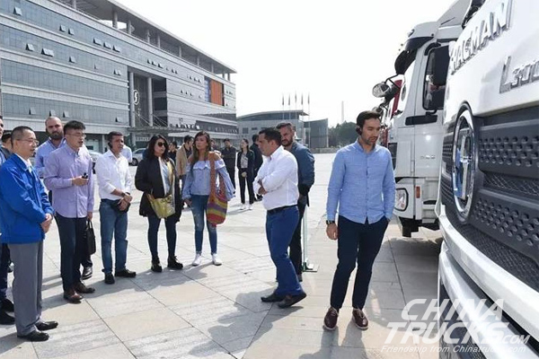 Columbian Guests Visit SHACMAN