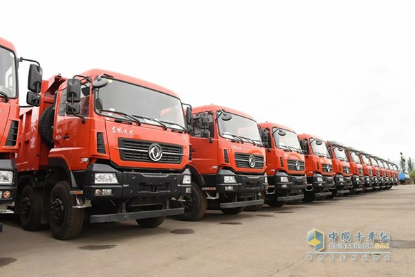 Dongfeng Delivers 48 Units Tianlong Trucks to Ningxia for Operation