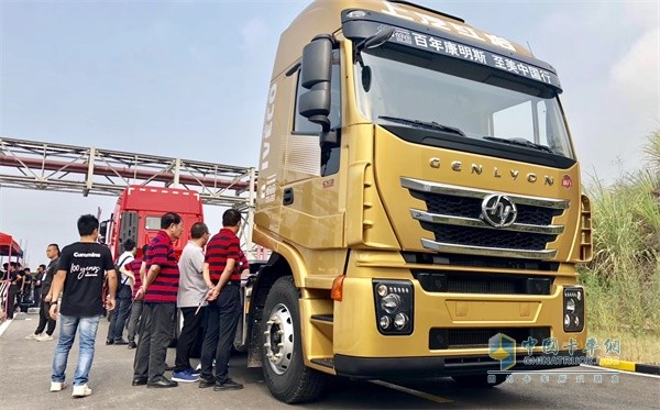 SAIC Hongyan and Cummins Jointly Rolls Out a New Jieshi Truck for Customers