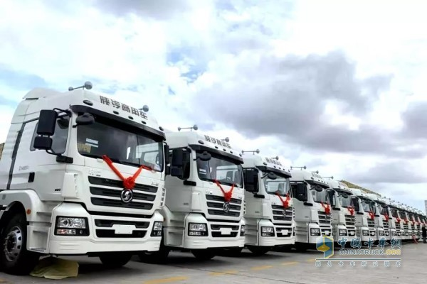 Yuchai and SHACMAN Jointly Deliver Trucks to Shanghai Port for Operation