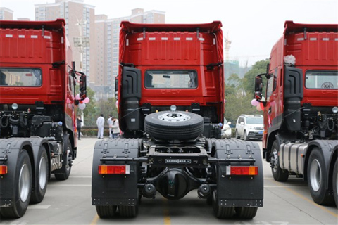 Dongfeng KL 465PS 6X4 Semi Tractor (DFH4250D)