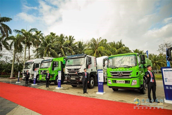 SAIC Hongyan Puts 10 Vehicles On Display at Its Annual Business Conference