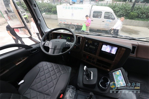 Qingling EVC61 Pure Electric Sweeper Truck