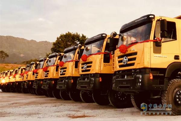 30 Hongyan Dump Trucks Set Sail to Congo