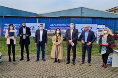 Mayor of Zrenjanin in Serbia and Linglong Employees Jointly Do Tree Planting