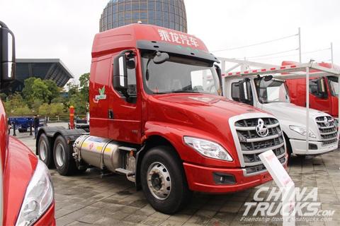 Liuzhou Motor Chenglong T5 LNG 430HP 6X4 Euro Long-head Tractor(LZ4250T5DL)