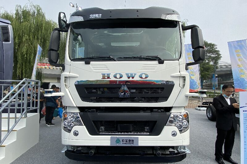 SINOTRUK HOWO 260kw 6×4 Full Electric Automous Driving Tractor(ZZ4257N324GZ1BEV-C/NEWOU)