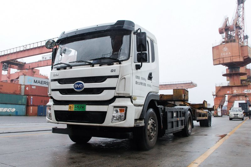BYD Q1 31.5T 4X2 All-electric Tractor (BYD4180D8CBEV1)